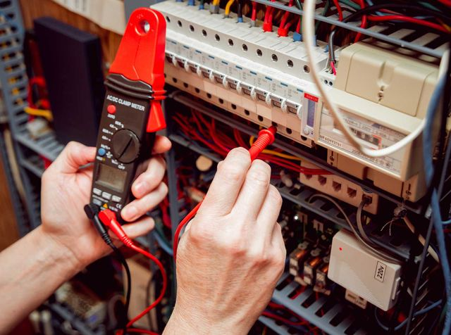 Electrician repair specialists