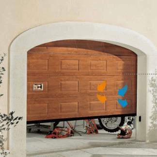 porte in legno marrone a disegni di un garage