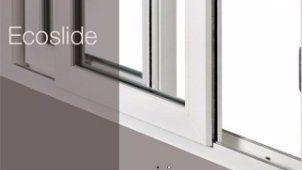 una finestra in PVC scorrevole