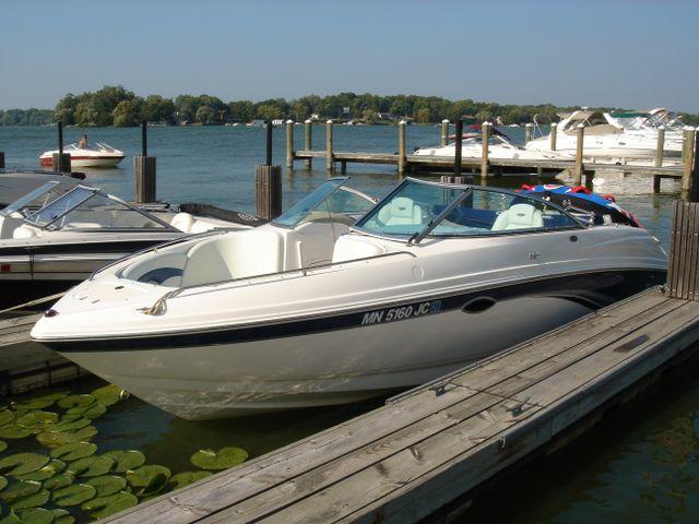 Lake Minnetonka Boat Club and Boat rental MN with Rockvam