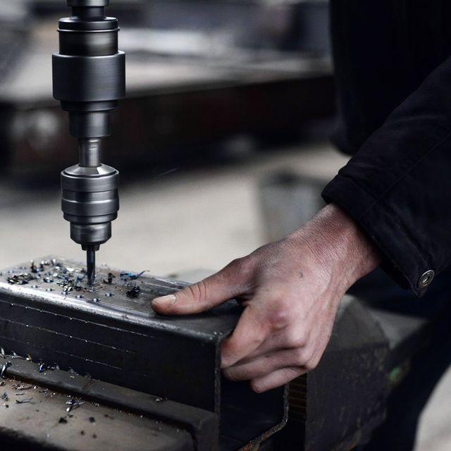 Macchinario di precisione per lavorazione metalli