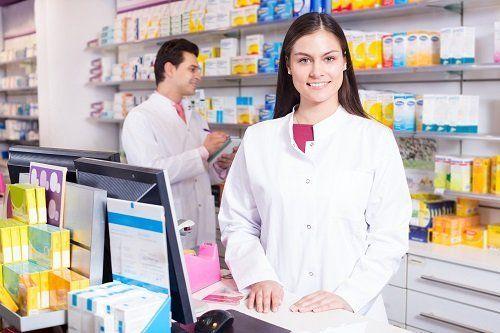 farmacista al banco