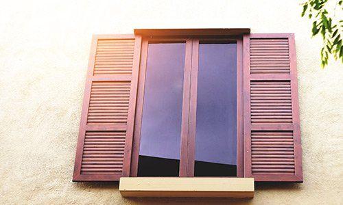 Imposte di una finestra a Joppolo