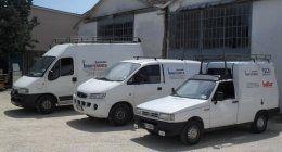 furgoni bianchi di una ditta