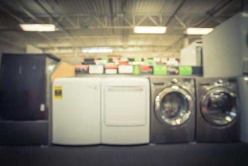 delle lavatrici in un magazzino