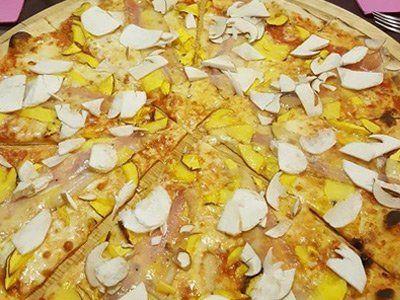 pizza farcita con funghi