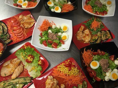 diversi tipi di piatti