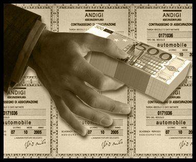 mano con banconote