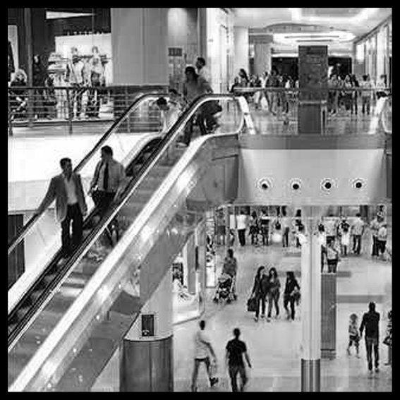 centro commerciale e scala mobile