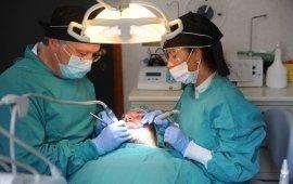 intervento di chirurgia dentale