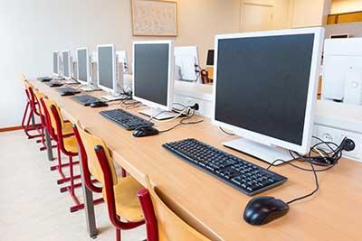 stanza con computer