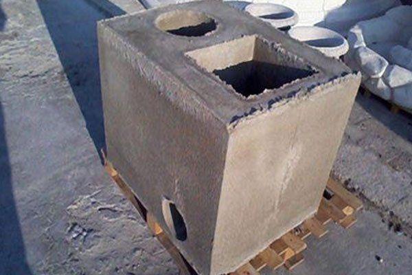 un blocco di cemento su un bancale