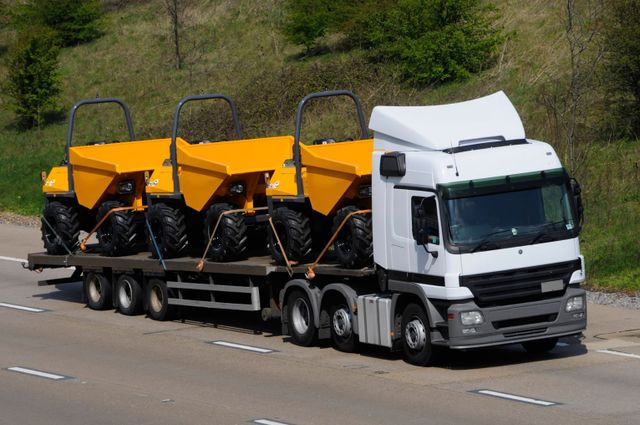 Plant machinery transport - Reading, Berkshire - Keeley Transport - Logistics solutions