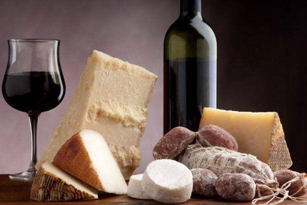 vino, formaggi e salumi tradizionali