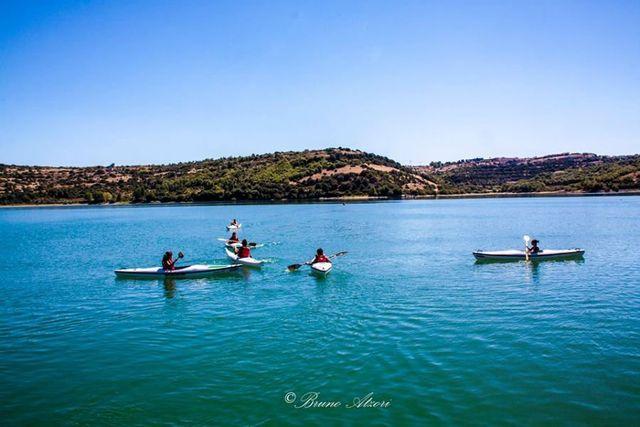 persone in canoa