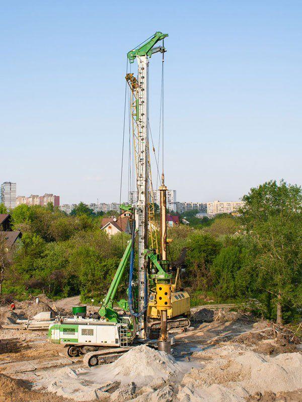 Piling crane