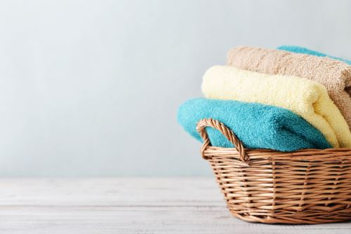 asciugamani in un cestino