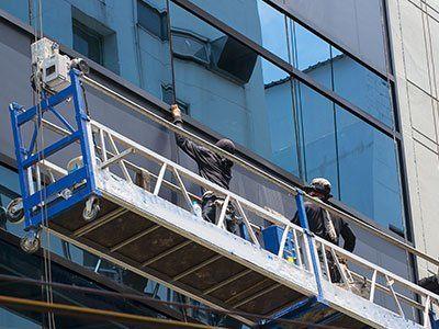 Pulizia vetrata esterna in sospensione