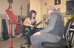 Learn to play guitar - Huddersfield - Robert Jarvis Expert Tuition - guitar1