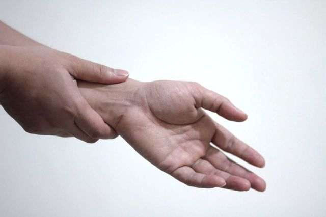 hand muscle pain treatment