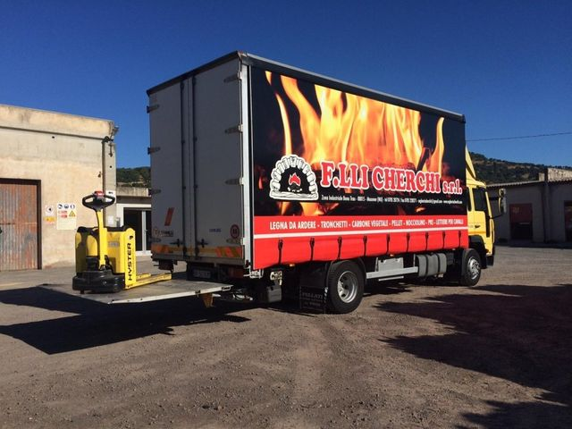 camion per il trasporto di legna