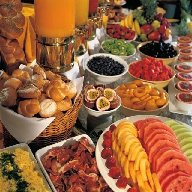 buffet con frutta fresca