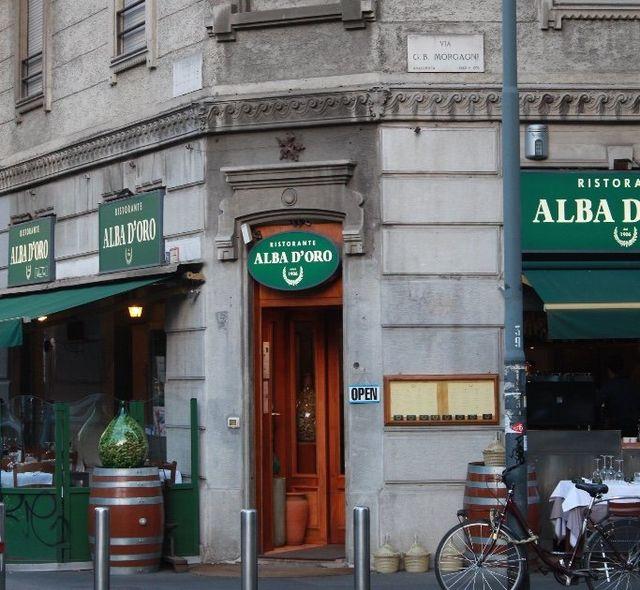 Esterni del ristorante toscano Alba d'Oro a Milano