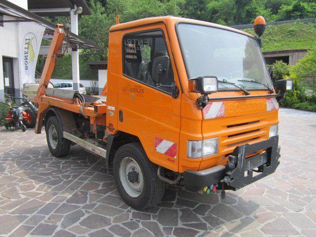 un camion arancione
