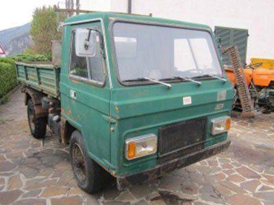 un camioncino verde