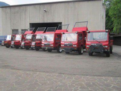 dei camion rossi