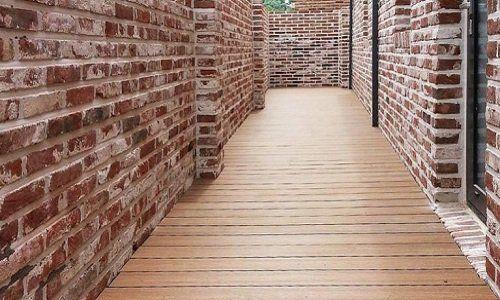 dei muri con mattoni a vista