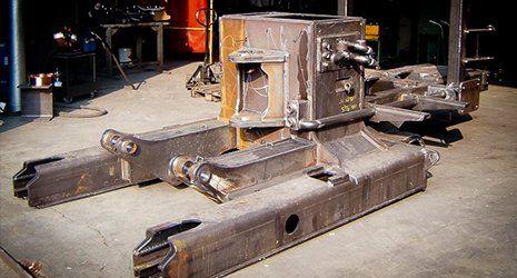 macchinario da carpenteria con viti e bulloni a vista a Piacenza