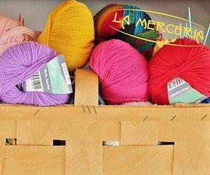 rotoli di lana di colori differenti