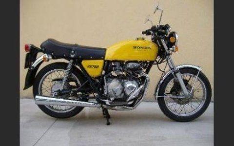 vista laterale motocicletta gialla