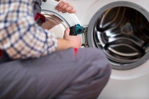 riparazione di oblò di una lavatrice