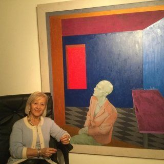 Dott.ssa Celloni Psicoterapeuta seduta di fianco a un quadro