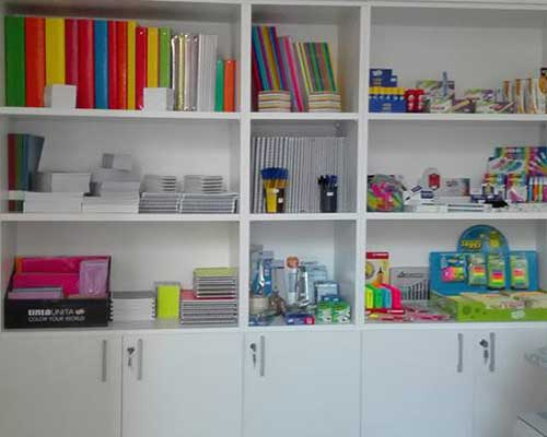 quaderni di diversa ampiezza, matite, carta per fotocopiatrice,marcatori