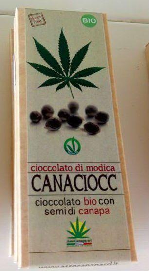 una confezione di cioccolato di Modica con semi di canapa