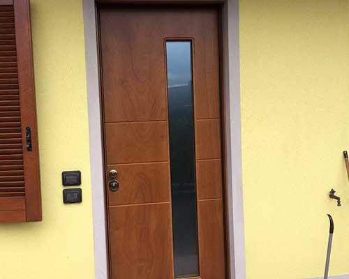 porta blindata  in legno da esterno