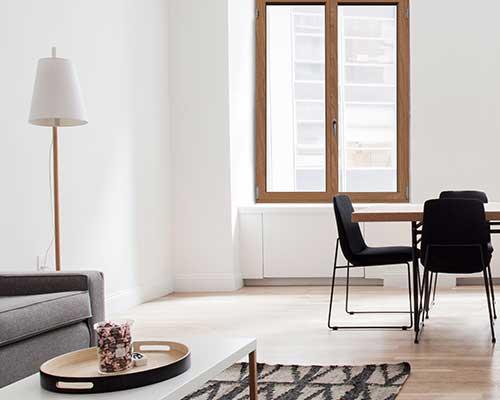 design spazi interni con finestra in legno