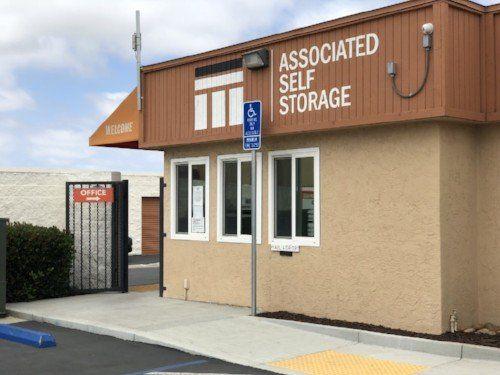 associated self storage l moving storage solutions l san diego ca. Black Bedroom Furniture Sets. Home Design Ideas