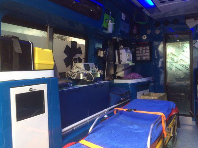 Interni di un'ambulanza a Napoli