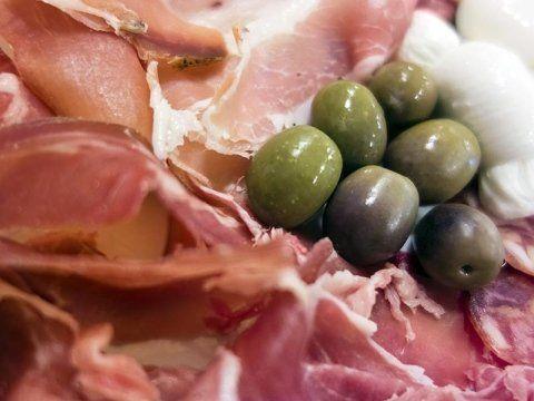 salumi e olive