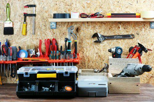 Macchine elettriche : martello, cacciavite,