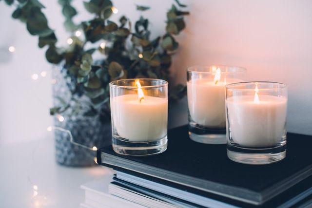 Decorare Candele Bianche : Come decorare le candele u idee immagine di decorazione