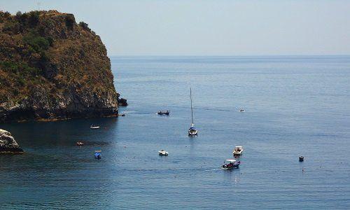 delle barche nel mare