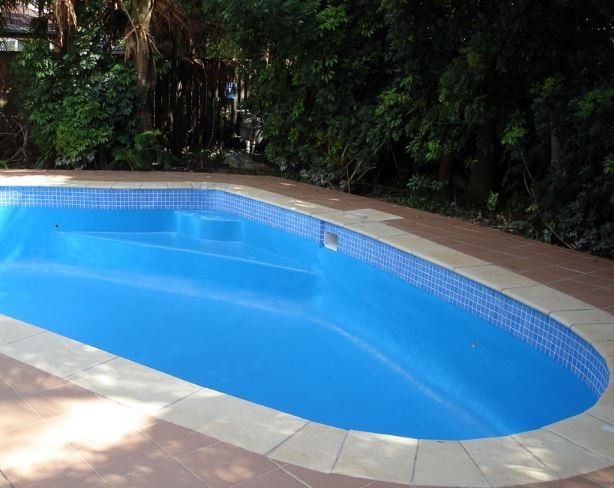 Epoxy pool painting and painters perth blue diamond pool services for Epoxy coating for swimming pools