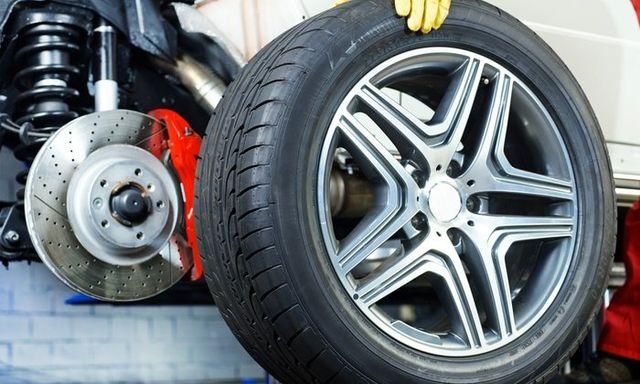 la manutenzione di un pneumatico