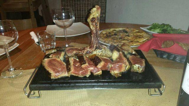 Carni piastrate su pietra