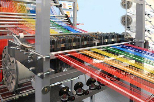 macchina per tessitura filati in funzione
